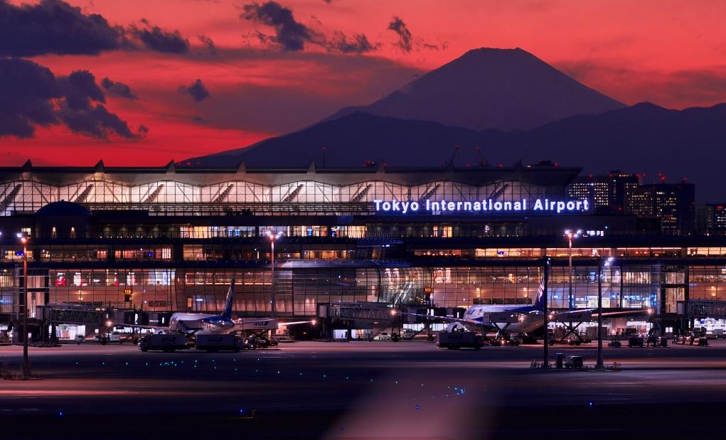 羽田空港新国際ターミナル夜景&富士山(影)_トリミング