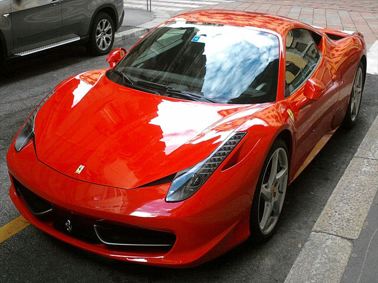 800px-'_10_-_ITALY_-_Ferrari_458_Italia_rossa_a_Milano_19_R